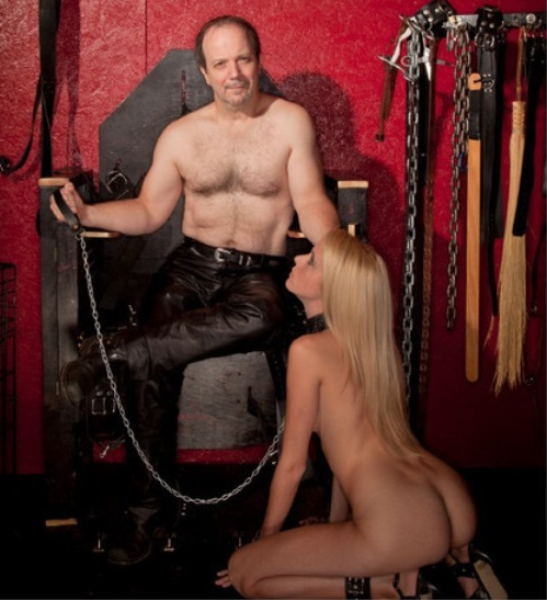 24aug14-fphl-bdsm-female-slave-nude